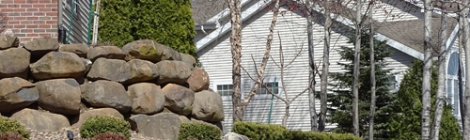 Retaining wall with boulders