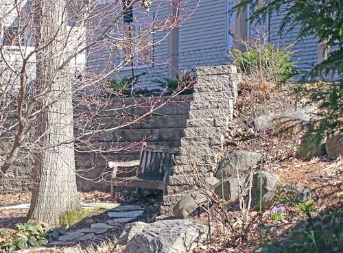 Retaining wall with pavers and bench